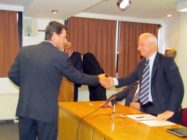 El saludo de Vergnano con Carlos Rago