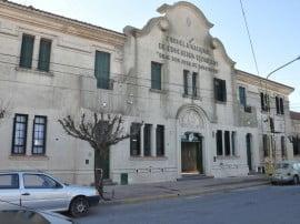 La Escuela de Educación Técnica de Tres Arroyos fue creada  en el año 1924, como otras tantas nacidas en aquella época, bajo la denominación de Escuela de Artes y Oficios