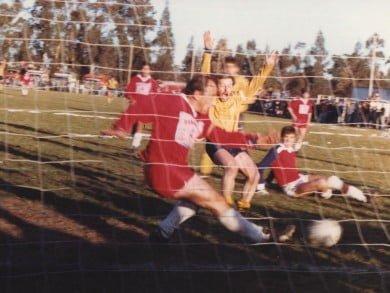 """""""San Pololo"""" (El ascenso del 88) es una película de fútbol, pero también una historia de pueblos y un partido inolvidable entre Alumni de Orense y Echegoyen de San Francisco de Bellocq"""