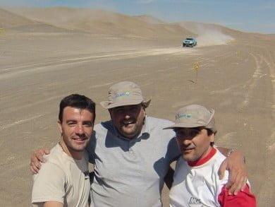 Walter Gejo, Fernando Burón y Martín De Francesco, tresarroyenses que acompañaron la competencia en el tramo entre Chilecito (La Rioja) e Iquique (Chile), lo que les demandó un trayecto de nada menos que 8 mil kilómetros
