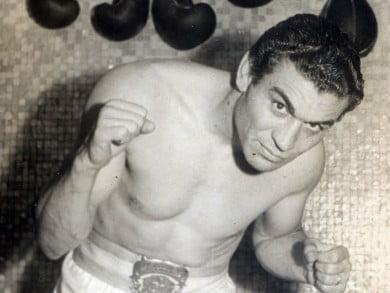 Una foto con título: Andrés Selpa, campeón argentino de medio pesado