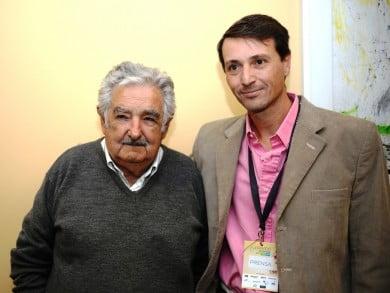 """José """"Pepe"""" Mujica, ex Presidente de Uruguay junto a Andrés Vergnano, director de """"El Periodista de Tres Arroyos"""""""