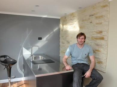 Un joven creativo y emprendedor de nuestro medio, Francisco Zurita, tomó nota de algunos modelos existentes, recolectó materiales e ideas y creó su casa container