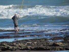 Desde el sector de los saltos tan apreciados por los fanáticos de la pesca, las pedreras parecen avanzar cada vez más hacia los balnearios del centro de Claromecó