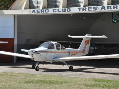 El Aero Club Tres Arroyos fue fundado el 18 de agosto de 1941; y bajo la presidencia de Roberto Ortiz comenzó a adquirir sus aviones propios