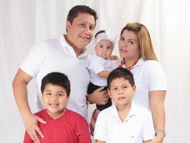 Ariel formó con Karem una familia que incluye a Isaac, Lucas y Dasha. Viven en Guayaquil, Ecuador