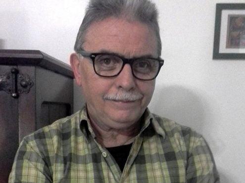 Jorge Gil Morabes nació en Tres Arroyos en 1954, pero dejó la ciudad a los 13 años. Vivió algo más de 20 años en España, donde se convirtió en realizador cinematográfico