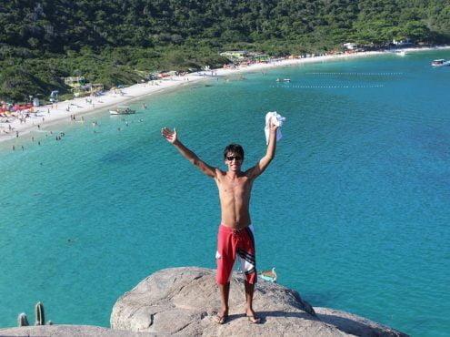 Maxi Garrido, feliz con el paisaje de Praia do Forno a sus espaldas