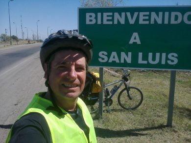 Rivero se propuso pedalear desde Tres Arroyos a Mendoza, solo con una carpa y un pequeño equipo
