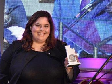 Karina Sabatini en la fiesta de los premios Agua Clara de LU24 Radio Tres Arroyos