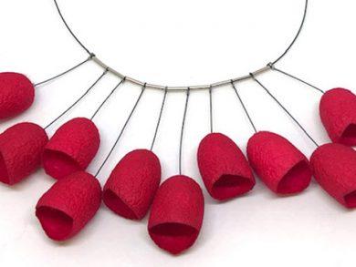 """""""El protagonista de esta línea de joyería que ha cumplido ya tres años en el mercado es el capullo de seda"""", describió Gisela"""