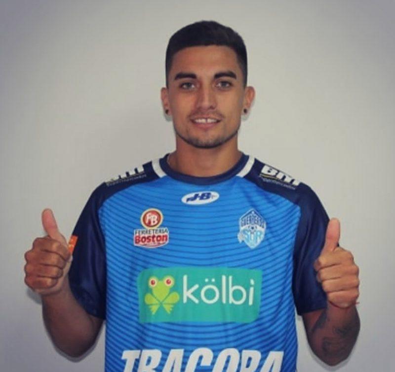 Lucio Barroca con la camiseta de Club Municipal Pérez Zeledón, el equipo donde juega profesionalmente en Costa Rica