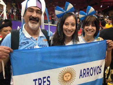 El tresarroyense Benicio Arias, su esposa e hija se convirtieron en protagonistas de lujo de la epopeya del básquet argentino en el Mundial de China