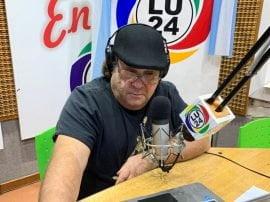 José Luis Basualdo es el director de LU 24 desde 2001, pero sus inicios en la radio se remontan a mucho antes, cuando era un joven empleado bancario con inquietudes periodísticas