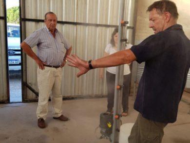 Rolando Fernández, responsable de la metalúrgica ArgMetal, desarrolló un pulverizador para la desinfección personal integral