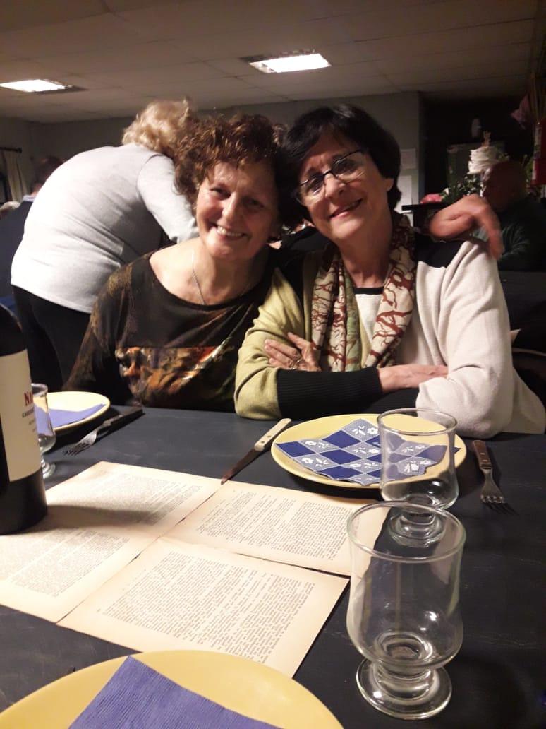 Dolores y Nidia se conocían de antes, pero la amistad las encontró a ambas ensayando teatro leído en un grupo coordinado por la locutora Karina Arias