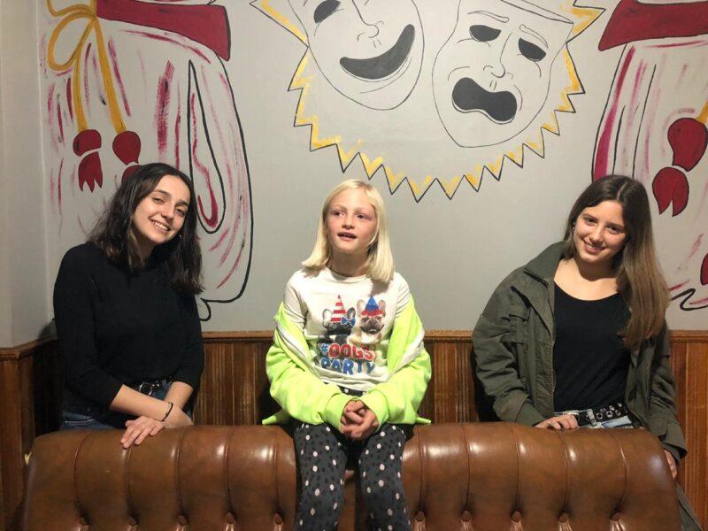Ingrid  Petersen (15), Lola Petersen (8) y Delfina Arias (17) sortearon  con éxito la primera etapa de un casting de la productora televisiva que tiene como cara visible a la renombrada Cris Morena