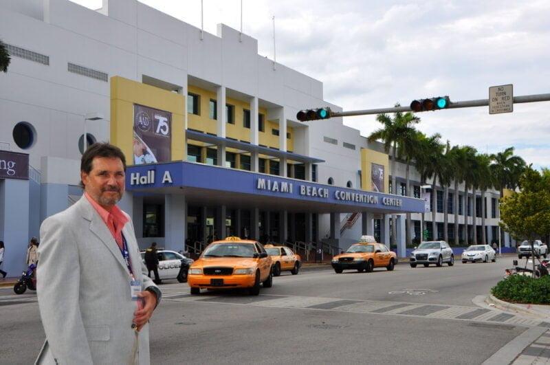 """Turienzo llama """"vacaciencias"""" a los viajes en los que comparte congresos de dermatología, como en este caso el de la AAD en Miami, con recorridos destinados al placer y el descanso"""