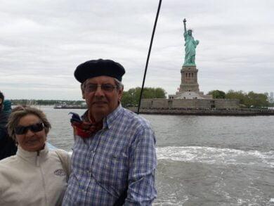 Jorge González se dio el gusto de usar pilchas criollas de su abuelo a poco de embarcar hacia la Estatua de la Libertad