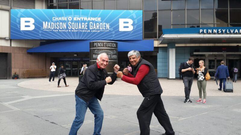 """Jorge González y su amigo Kike Andersen """"guantean"""" fuera del Madison Square Garden, donde peleó el gran Ringo Bonavena en combates que el copetonense escuchaba con su abuelo"""
