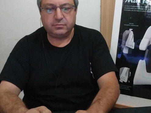 El tresarroyense Víctor Ascone inventó una expendedora de choripanes, una máquina única a nivel mundial