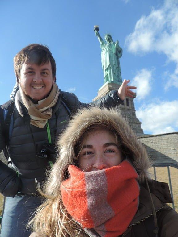 Con la Estatua de la Libertad al fondo, los tresarroyenses Nanu Della Malva y Nacho Hid y un anecdotario inolvidable
