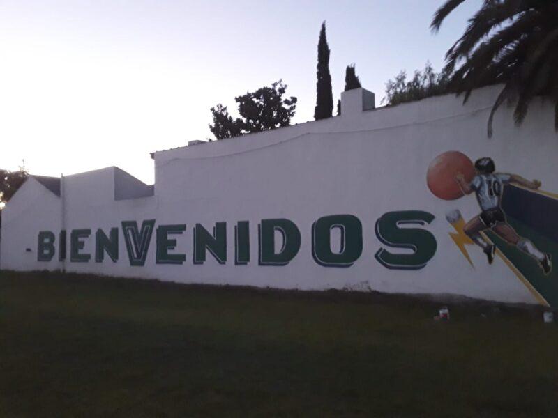 El mural de D1OS en el Bosquecito, la cancha de la infancia de Pedro Millenaar