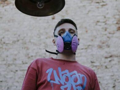 """Diego Lorenzo es """"Dimool"""", artista del graffiti y autor de notables obras callejeras en Tres Arroyos (FOTO DE ROCIO OLIVERA)"""