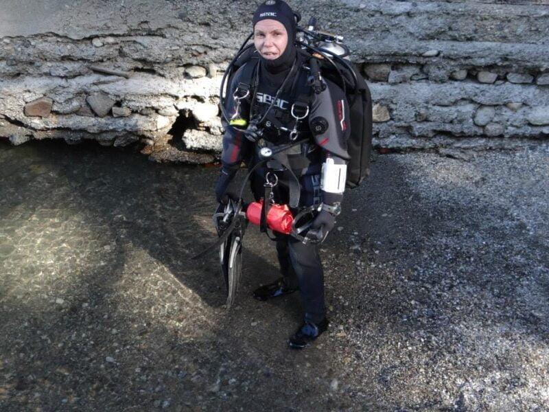 La tresarroyense en el Lago Nahuel Haupi, Bariloche. Allí realizó, con un impactante equipo, buceos de rango extendido a más de 50 metros de profundidad