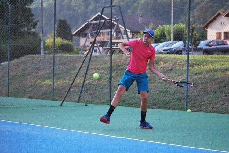 Bautista, hijo de la tenista Albertina Gándara, fue seleccionado para desempeñarse como ballboy en Roland Garros