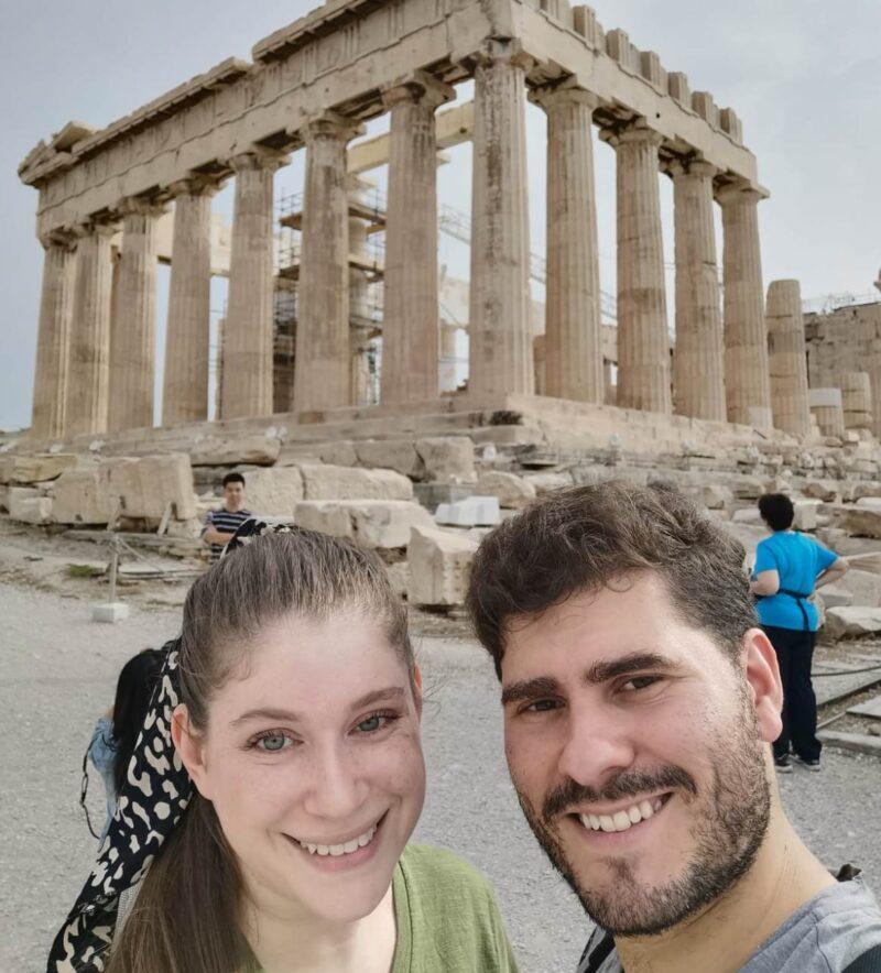 En la mágica Atenas, el tresarroyense con su esposa mexicana