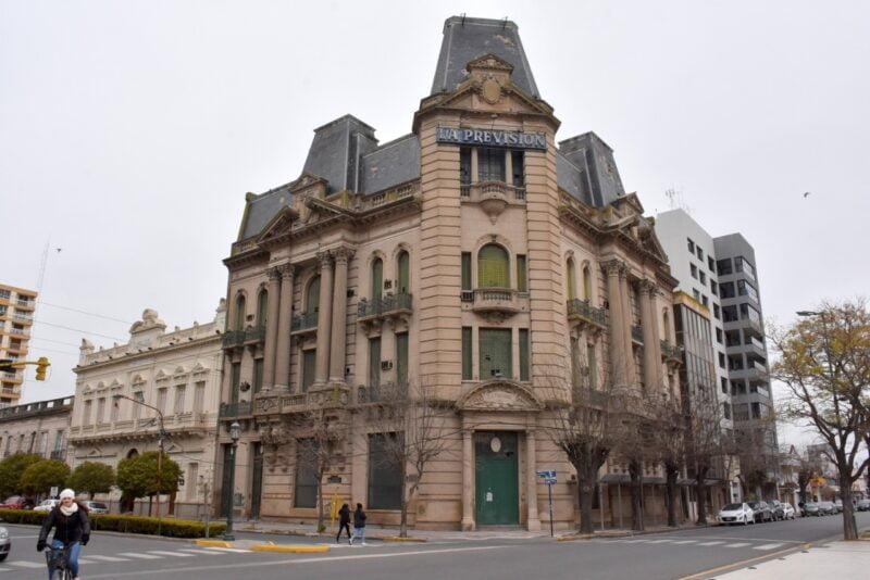 El estado de La Previsión preocupa por dos aspectos: la seguridad urbana y la pérdida de un edificio que es patrimonio histórico para la Provincia y la comuna