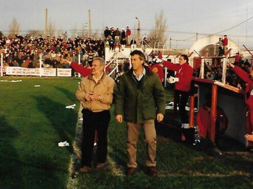 Hugo Tenaglia con Tati Fernández (AC) y Ceferino Domínguez (PF) en el partido que les dio el ascenso