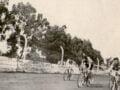 El Ciclismo tuvo su gloria en los 70 y un escenario muy utilizado fue la cancha de Argentino Junior, donde se realizaban competencias muy importantes a nivel regional y por supuesto local. En la fotografía, una de aquellas carreras donde emerge entre los ciclistas Torlaschi, uno de los principales protagonistas de aquel tiempo